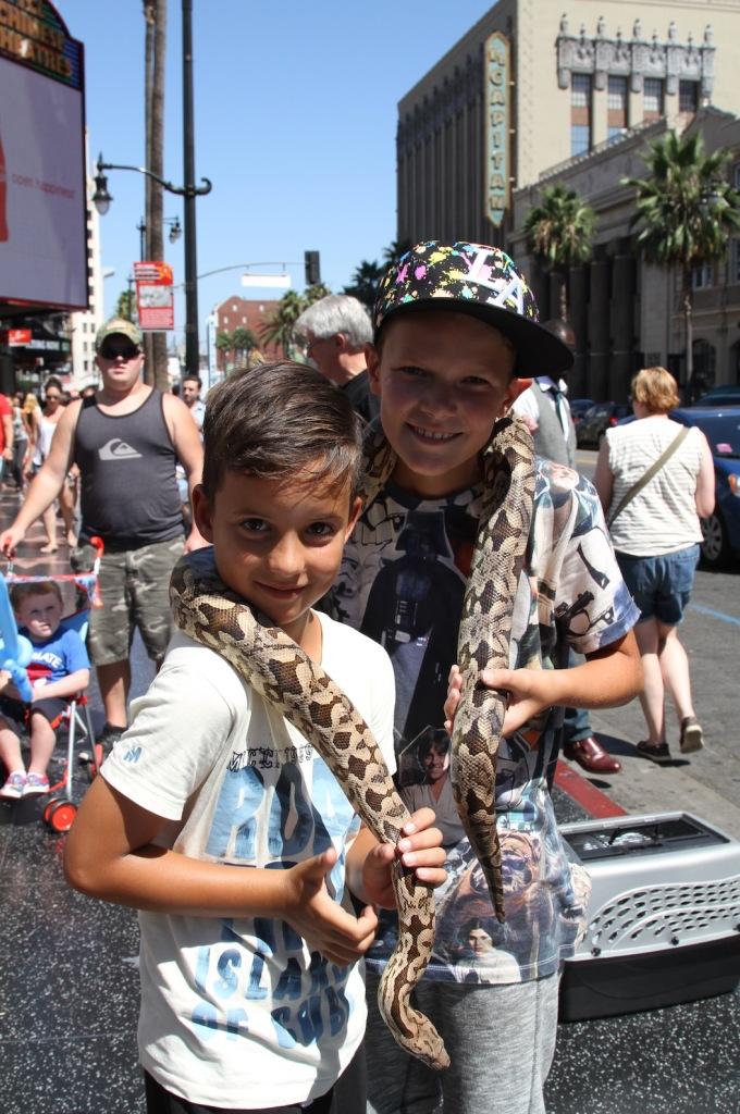 Finn en Sepp samen met de slang (Loek durfde niet)
