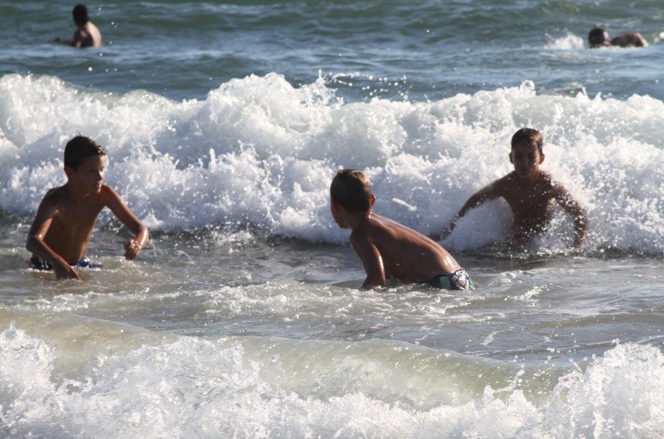 Spelen in de golven
