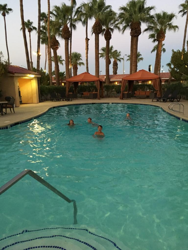 Het zwembad hier is wel een 10!