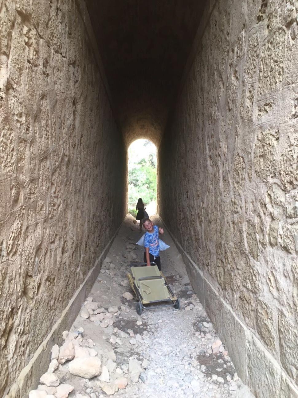 Dwars door tunnels en smalle buizen